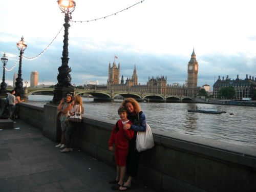 Exploramum in London with her son - travelling the world as a single mum