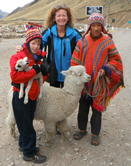 Exploramum (a single travelling mum) with son and friend in Peru