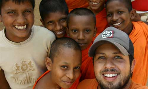 A Projects Abroad volunteer in Sri Lanka