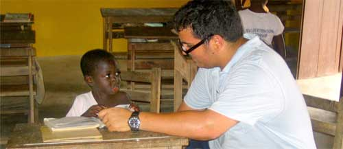 Teaching in Ghana - copyright Projects Abroad Pro