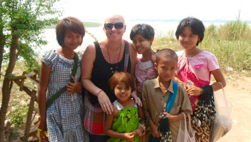 Meeting girls in Burma / Myanmar on my career break