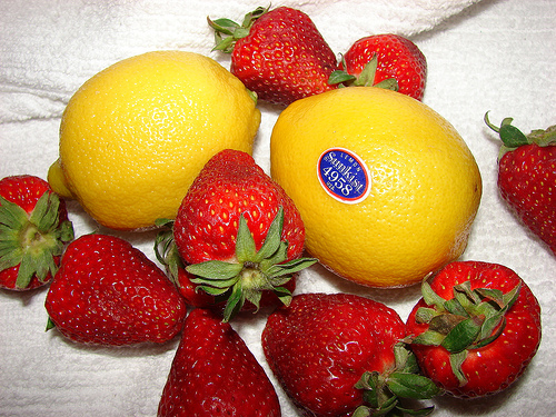 Games to play in airports - sweet strawberry sour lemon
