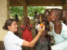 Projects Abroad volunteer with locals in Ghana